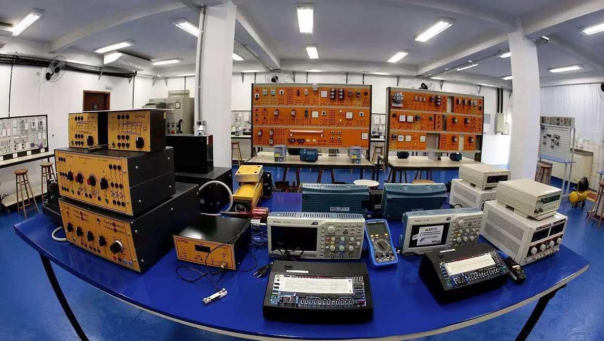 Polo EAD - laboratório Engenharia
