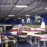 Vista interna do Laboratório de Manutenção de Aeronaves