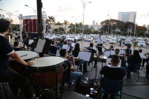 Orquestra Filarmônica UniCesumar realiza concerto drive-in