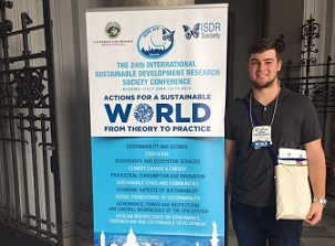Acadêmico de Agronomia Gabriel Pereira Pacheco dos Santos participa do 24th International Sustainable Development Research Society Conference, Messina/Itália, junho/2018.
