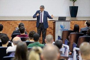 Reitor da UniCesumar promove palestra para acadêmicos do Campus de Londrina