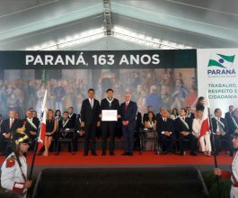 Vice-reitor da Unicesumar é condecorado com a Ordem Estadual do Pinheiro