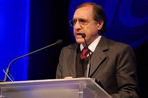 Palestra de Sardenberg marca inauguração do auditório da Unicesumar e posse do CDEPG