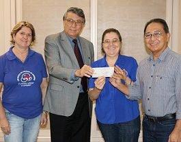 Reitor da Unicesumar faz doação para o Lar Escola da Criança de Maringá