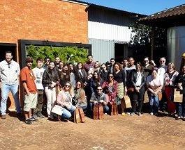 Alunos de Gastronomia visitam a sede da Cachaça Companheira