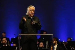 """""""A música traz solidariedade, paz e amor para o mundo"""", diz o maestro João Carlos Martins em palestra na UniCesumar"""