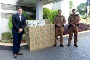 UniCesumar doa álcool 70º e máscaras de proteção para a Polícia Militar