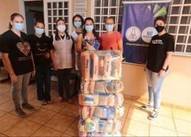 Liga Acadêmica de Infectologia entrega mais de 130 cestas básicas em Sarandi