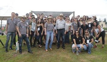 Acadêmicos da UniCesumar de Curitiba participam do Dia de Campo