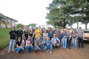 Acadêmicos de Agronomia da UniCesumar de Ponta Grossa participam do Dia de Campo