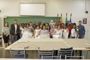 Alunos do curso de Conserto e Costura recebem kits de edredons e cobertas