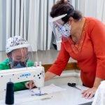 Produção de máscaras de tecidos no curso de imigrantes